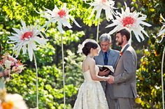 giant paper flowers wedding backdrop ceremony - how fun! Giant Paper Flowers, Big Flowers, Amazing Flowers, Wedding Ceremony Decorations, Ceremony Backdrop, Flower Backdrop, Flower Decorations, Wedding Blog, Diy Wedding