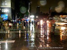 La noche lluviosa. / The rainy night.