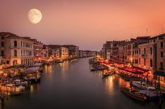Venice, Italy | Discovered from Dream Afar New Tab