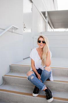 lisa allen of salty lashes wearing a free people top with Levi's for Trunk Club Lisa Allen, Neutral Outfit, White Tops, Free People Tops, Lifestyle Blog, Mom Jeans, What To Wear, Lashes, Style Me