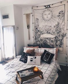 wall tapestry from urban outfitters – A mix of mid-century modern, bohemian, and industrial interior style. Home and apartment decor, decoration ideas - Einrichtungsstil Room Makeover, Aesthetic Room Decor, Home Decor Bedroom, Dorm Room Inspiration, Bohemian Bedroom Decor, Room Inspiration, Apartment Decor, Aesthetic Rooms, Industrial Interior Style