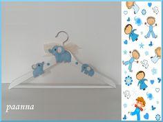 Blue Elephant by Paanna su DaWanda.com. Appendiabito in legno decorato. Decorative wooden hanger. Appendiabito per bambini. Baby hanger. Appendiabito elefante. Elephant hanger. Elefante blu. Blue elephant. Appendiabito con nastro. Hangar with ribbon. Grucce bimbi. Decorazioni da appendere. Pezzo unico. OOAK – One Of A Kind.