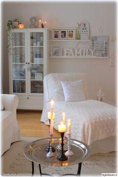 ektorp,tauluhyllyt sisustuksessa,tauluhylly,olohuone,kynttilä asetelma,asetelma,yksityiskohtia,yksityiskohtia sisustuksessa Live For Yourself, Sweet Home, Cozy, Living Room, Country Living, Home Decor, Style, Lounges