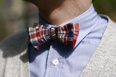 themidwestyle: The Midwestyle is doing a Giveaway with Annaruna. Visit the Midwestyle to find out more on how you can snag a handmade bow tie from our Mizzou classmate and neighborhood friend, Anna. Giveaway ends this Friday the at Look Fashion, Mens Fashion, Preppy Fashion, Dapper Gentleman, Sharp Dressed Man, Attractive Men, Stylish Men, Gq, Men Dress