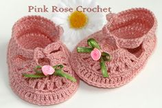 PINK ROSE CROCHET /: Sapatinho Boneca Rosa Antigo 3 Booties Crochet, Crochet Slippers, Crochet Baby Shoes, Crochet Clothes, Crotchet Patterns, Baby Slippers, Crochet Instructions, Toddler Sweater, Cool Baby Stuff