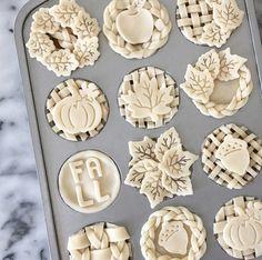 Mini Pies Tips & Tricks - Desserts Köstliche Desserts, Delicious Desserts, Dessert Recipes, Mini Pie Recipes, Plated Desserts, Egg Recipes, Pie Cutter, Pie Crust Designs, Pie Decoration
