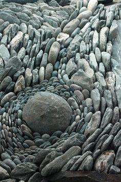 (via land art | stone flow | Stones & Rocks | Pinterest)