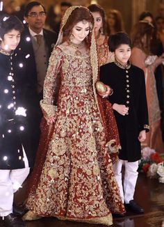 Best Ideas for pakistani wedding dresses bridal lehenga sabyasachi Asian Bridal Dresses, Bridal Mehndi Dresses, Walima Dress, Asian Wedding Dress, Shadi Dresses, Pakistani Wedding Outfits, Indian Bridal Lehenga, Bridal Dress Design, Pakistani Bridal Dresses