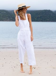 42 Elegant Summer Style Ideas You Will Like Look Fashion, Fashion Outfits, Fashion Tips, Fashion Brand, Casual Summer Outfits, Summer Dresses, Trendy Outfits, Jumpsuit Elegante, White Jumpsuit