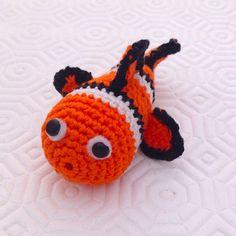 Pesciolino Nemo amigurumi arancione bianco e nero, con pinna atrofica, fatto a mano all'uncinetto , by La piccola bottega della Creatività, 12,90 € su misshobby.com