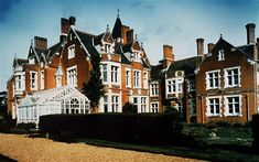 The Earl and Countess of Wessex moved into Bagshot Park, Surrey soon after their marriage. One of the largest royal residences, it is famous for its Indian-stye billiard room, which its former owner, Queen Victoria's son Prince Arthur, Duke of Connaught and Strathearn, requested to be built after he visited India.