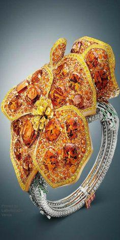 Van Cleef & Arpels Maison like the Pavot de Californie bracelet from the High Jewelry collection Palais de la Chance LBV