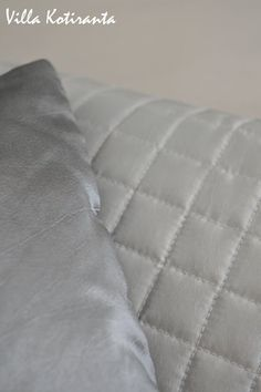 Työ- ja vierashuoneemme. Hopeiset Luhta -tyynyt sängyllä. / Home office and our guest room. Silvery Luhta -pillows on the bed. Guest Room, Home Office, Bed Pillows, Pillows, Home Offices, Office Home, Guest Rooms, Spare Room, Guest Bedrooms