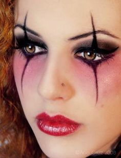 DIY Halloween Makeup : Halloween Make up this would perfect for when I do Harley Quinn one of these years! Halloween Eye Makeup, Halloween Eyes, Halloween Fairy, Easy Halloween, Pretty Halloween, Halloween Photos, Jester Halloween, Cleopatra Halloween, Clown Halloween Costumes