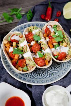 Scharfe Veggie-Tacos mit Guacamole, Süßkartoffeln, Kichererbsen und Tomaten – Viva la Vida Mexicana {Reklame}