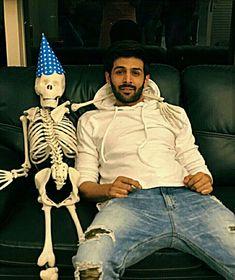 Nai Hardika Singh issmai nai hai n net bahut slow hai Most Handsome Actors, Hot Actors, Handsome Man, Bollywood Images, Bollywood Stars, Indian Celebrities, Bollywood Celebrities, James Bond, Aston Martin