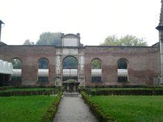 While in #Ferrara, we also got a chance to visit Palazzo dei Diamanti. #ferraraexperience #palazzodeidiamanti #lineapelle2013 #lineapellebologna #archway #courtyard #breathtaking