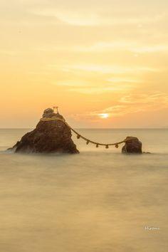 三重県 二見興玉神社 Naoshima Island, Nature Photography, Travel Photography, Sun Worship, Japan Landscape, Amaterasu, Visit Japan, Japan Travel, Nature Photos