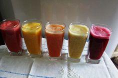 10 DELICIAS VITAMINADAS: Da esquerda para a direita: melancia com limão, manga com laranja, mamão com laranja e cenoura, maracujá com banana e, por último, laranja com beterraba