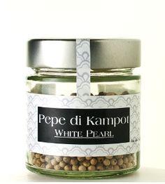Il pepe bianco di Kampot, qualità white pearl, è un prodotto speciale. Le bacche di pepe vengono lasciate maturare finché non raggiungono un...
