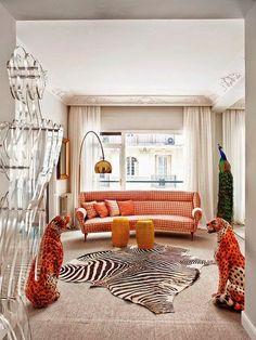 04 фото гостиной в оранжевых тонах в стиле эклектика с Африканским налетом