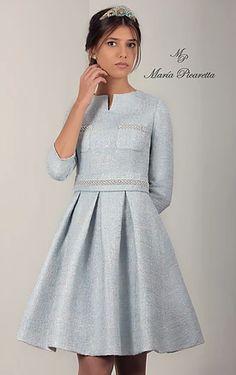 VESTIDOS PARA MADRES DE COMUNIÓN Lovely Dresses, Elegant Dresses, Vintage Dresses, Junior Prom Dresses, Short Dresses, Girls Dresses, Kids Dress Clothes, Dress Outfits, Fashion Dresses