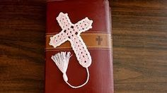 This is a nice, simple pattern to make. The lovely crochet cross bookmark and pattern, compliments of CreativeCrochet is a great gift idea. Any crochet-savvy church ladies are going to appreciate this pattern a lot, as it makes it easy to make a bunch of Crochet Gratis, Crochet Diy, Crochet Cross, Thread Crochet, Hand Crochet, Crochet Stitches, Crochet Geek, Easy Crochet Bookmarks, Crochet Bookmark Pattern