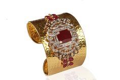 Diamond-studded gold bracelet! #gold #diamond #bracelet #jewelry #jewellery #design #beautiful #accessories #Indian #traditional #elegant #royal #exclusive #exquisite #unique #lovestruck