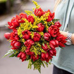 #tulips #redtulips #lalele #flowerbouquet #tulipmania Red Tulips, Floral Wreath, Wreaths, Plants, Decor, Flowers, Floral Crown, Decoration, Door Wreaths