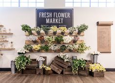 Spring Installation - Magnolia Market: love the crates full of flowers- my apple crate? Magnolia Farms, Magnolia Market, Magnolia Homes, Flower Shop Decor, Flower Shop Design, Flower Shop Displays, Design Shop, Flower Shop Interiors, French Flowers
