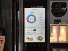 Samsung Family Hub el refrigerador inteligente de Samsung lo presenta en el CES 2016   Los electrodomésticos se han convertido con el tiempo en un producto habitual dentro de las noticias tecnológicas por lo que no es de extrañar que los fabricantes aprovechen la feria por excelencia del sector el CES para mostrar sus propuestas hogareñas. Uno de ellos es Samsung firma que anda presumiendo en Las vegas de su Family Hub un frigorífico que aspira a ser el alma y centro neurálgico de la casa…