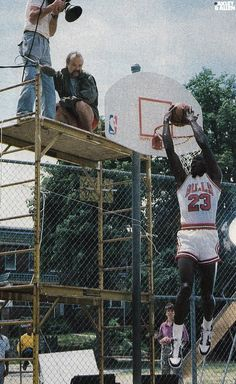 down and up and up and out and over and under and when I say jump fly Basketball Drawings, Basketball Pictures, Love And Basketball, Sports Basketball, Basketball Players, Nba Players, Michael Jordan Images, Michael Jordan Basketball, Jordan 23