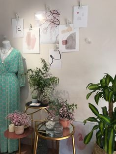 HotsPot realizado por Donegal Cleef para interior de tienda de moda curvy. Donegal, Visual Merchandising, Ecommerce, Curvy, Gallery Wall, Decor Ideas, Interior, Frame, Home Decor