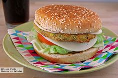 Zucchini and chickpea burger. Easy, simple and delicious cooking recipe Yummy Veggie, Veggie Recipes, Vegetarian Recipes, Healthy Recipes, Vegetarian Pizza, Veggie Pizza, Chickpea Burger, Going Vegan, Diy Food