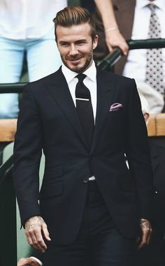 Apparently, Beckham has always had his very own individual style and doesn't conform to a single style of dressing. On the area, Beckham didn't skip a. Estilo David Beckham, David Beckham Style, David Beckham Fashion, David Beckham Suit, Sharp Dressed Man, Well Dressed Men, Mens Fashion Suits, Mens Suits, Fashion Menswear