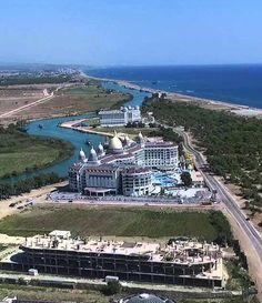 Titreyen göl/Sorgun/Manavgat/Antalya/// Titreyen Göl, Antalya'nın Manavgat ilçesine bağlı Sorgun beldesinde yer almaktadır. Yörede Antalya – Alanya arası çalışan tüm otobüsler Side'den ve Titreyen Göl'den geçmektedir. Manavgat'tan Titreyen Göl'e ulaşım ise her 10 dakikada bir hareket eden minibüslerle sağlanır.