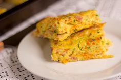 Zucchini and carrot slice - a terrific lunchbox staple | Mumlyfe Quiche Recipes, Bacon Recipes, Crockpot Recipes, Cooking Recipes, Savoury Recipes, Vegetarian Recipes, Cooking Ideas, Food Ideas, Zucchini And Carrot Slice