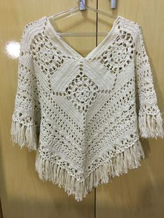 Shop Women's Free People Cream size M Crew & Scoop Necks at a discounted price at Poshmark. Crochet Poncho Patterns, Shawl Patterns, Knitted Shawls, Crochet Scarves, Crochet Shawl, Crochet Clothes, Crochet Lace, Bernat Pop Yarn, Clothes Crafts