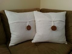 How to Sew your own Pottery Barn Linen Envelope Pillow Case! : How to Sew your own Pottery Barn Linen Envelope Pillow Case! Use an OSU button and embroider the top flap with the logo. Diy Throw Pillows, Diy Pillow Covers, Custom Pillow Cases, Sewing Pillows, How To Make Pillows, Linen Pillows, Decorative Pillow Covers, Diy Embroidered Pillow, Pillow Embroidery