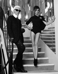 """""""We don't need glasses to see how amazing Victoria Beckham looks in the cover shoot for French Elle, which she shot with Karl Lagerfeld on the iconic Chanel staircase at 31 Rue Cambon in Paris. Victoria called the shoot """"a dream come true. David E Victoria Beckham, Style Victoria Beckham, Spice Girls, Beauty And Fashion, Look Fashion, High Fashion, Elle Fashion, Classy Fashion, Chanel Fashion"""