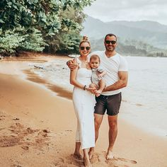 Photo by Emilia Taneva | Chicago in Kauai, Hawaii with @revolve, @bubbly.moments, @liketoknow.it, @songofstyle, and @liketoknow.it.family. Image may contain: 3 people, people standing, outdoor and nature    #Regram via @B-YJhvvHeKr