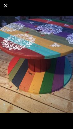 N/A - melon club Diy Cable Spool Table, Wood Spool Tables, Wooden Cable Spools, Wire Spool, Wooden Pallet Furniture, Wooden Pallets, Diy Furniture, Spool Crafts, Drum Coffee Table