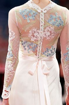 Rose-Style, bridalsnob: Would you wear this long sleeve...