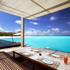#hotel #malediven #zon #zee #strand #holiday #vakantie #luxehotel #resort http://leemconcepts.blogspot.nl/2015/03/buitenkijken-in-luxe-resort-cheval.html