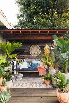 Inspiring Outdoor Patio Design Ideas - Backyard - Info Virals - New Fashion and Home Design around the World Pergola Design, Patio Pergola, Backyard Seating, Outdoor Seating Areas, Small Backyard Landscaping, Garden Seating, Diy Patio, Outdoor Rooms, Outdoor Decor