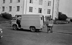 F. Heinon perilliset -tukkuliikkeen pakettiauto. (nyk. Heinon Tukku Oy) Helsingin kaupunginmuseo Väinö Kannisto 1960