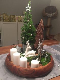 New Collection Of Easy Christmas Decorations - Weihnachten Dekoration Christmas Candle Decorations, Advent Candles, Christmas Candles, Rustic Christmas, Simple Christmas, Christmas Home, Christmas Wreaths, Christmas Crafts, Holiday Decor