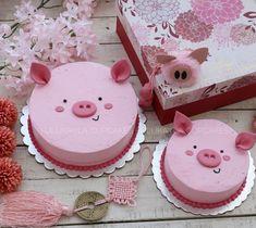 Pig buttercream cake Pig Cupcakes, Pig Cookies, Cupcake Cakes, Cake Decorating Tips, Cake Decorating Techniques, Pretty Cakes, Cute Cakes, Piggy Cake, Pig Birthday Cakes