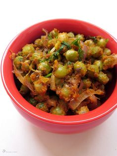 Peas with besan Thing 1, Green Peas, Chicken Wings, Sprouts, Cooking Recipes, Vegetarian, Dishes, Meat, Vegetables