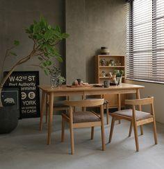 モルタルで仕上げた壁と床が、無機質でクールな雰囲気を醸し出しているダイニングシーン|Re:CENO INTERIOR STYLING BOOK